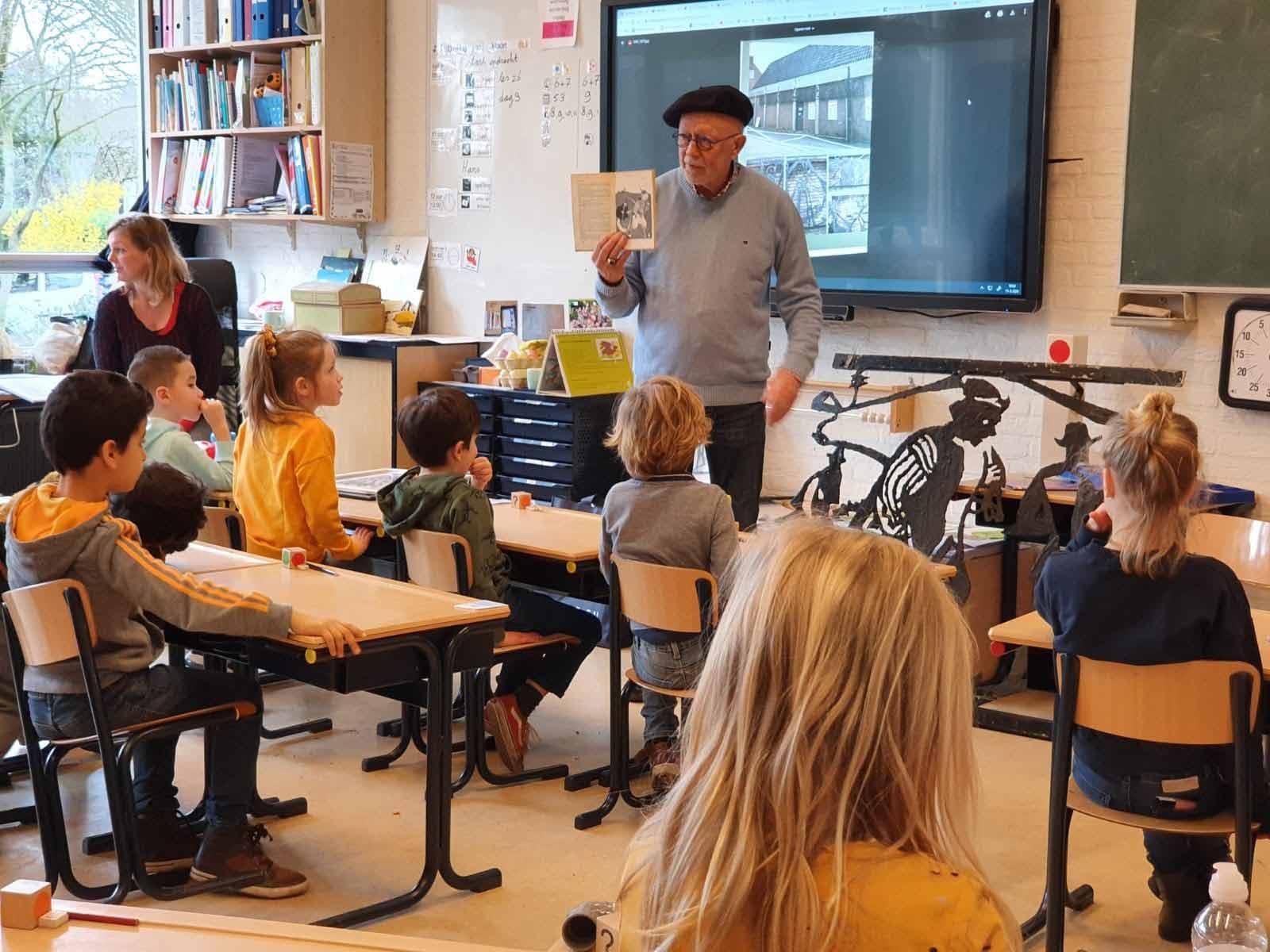 Hans van Deuren weer voor de klas